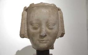Marmorna glava francoske kraljice na dražbi prodana za 1,2 milijona evrov