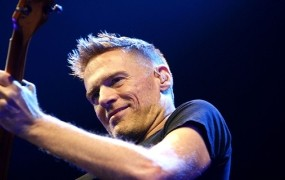 Bryan Adams navdušil na koncertu v Stožicah