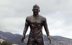Cristianu Ronaldu so na domači Madeiri postavili kip