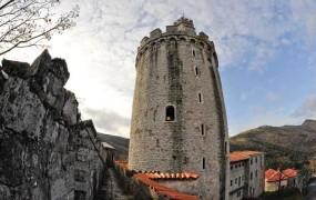 Država želi z gradovi v njeni lasti okrepiti kulturni turizem