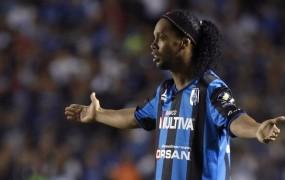 Ronaldinho se je vrnil, a šele po grožnji kluba