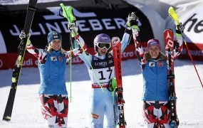 Tini Maze še eno zlato: svetovna prvakinja tudi v kombinaciji