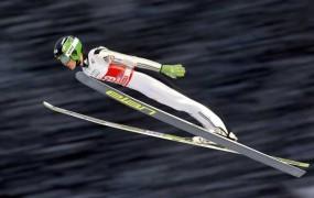 Peter Prevc postavil nov slovenski rekord: v Vikersundu je pristal pri 245,5 metra