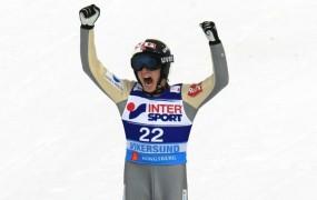 Le en dan  je zdržal Prevčev rekord: Fannemel skočil 251,5 metra