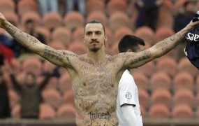 Ibrahimović s tetovažami opozoril na lakoto v svetu