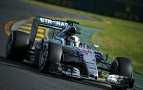 Hamilton pred Rosbergom na prvi dirki formule 1 2015
