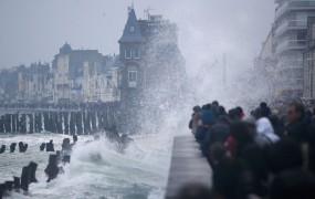 Plima stoletja na obali Francije: 14 metrov med plimo in oseko