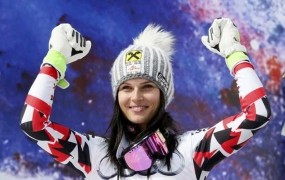 Anna Fenninger z nagradami zaslužila 391.702 frankov, Tina Maze pa 366.814 frankov