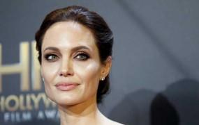 Angelina Jolie Pitt si je dala preventivno odstraniti jajčnike