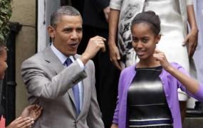 """Obama """"joka"""" zaradi odhoda starejše hčerke med študentke"""
