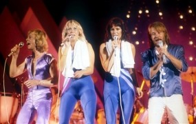 V Križankah junija Abbine uspešnice v muzikalu Mamma Mia!