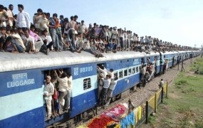 Indijskima kmetoma se namesto odškodnine za zemljo obeta vlak