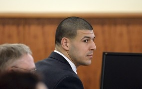 Nekdanji zvezdnik NFL Hernandez zaradi umora obsojen na dosmrtni zapor
