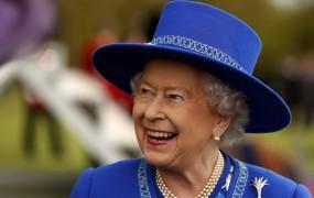 Britanska kraljica prvič obiskala pravnukinjo
