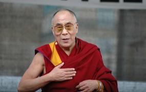 """Mercedes se opravičuje Kitajcem, ki jih je """"prizadel"""" s citatom dalajlame"""