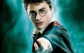 J.K. Rowling napovedala Harryja Potterja in prekletega otroka