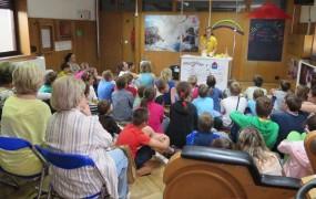 Bayer 250 otrok peljal v Hišo eksperimentov
