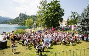 Ob Blejskem jezeru več kot 500 harmonikarjev