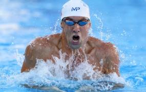 """""""Prevara!"""" Gledalci so besni, ker Michael Phelps ni plaval proti pravemu morskemu psu"""
