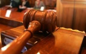 Bivanje sodnika v nezakonito zgrajenem objektu po mnenju etične komisije v nasprotju s sodniškim kodeksom