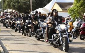 Avstralska policija nad motoriste, ki so v vrsti čakali na sladoled
