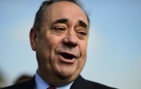 Nekdanji prvi minister Škotske se je na letališču predstavljal kot Kapitan Kirk