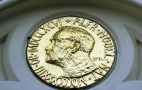 Kuverte nobelovcev bodo še zajetnejše: skoraj milijon evrov za nagrado