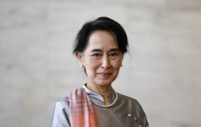 Padla nobelovka: Oxfordska univerza je snela sliko Aung San Suu Kyi