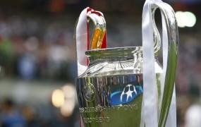 Čeferin odločil: Pokale se bo podeljevalo na igrišču, ne na tribuni