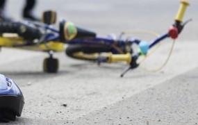 Ženska na Polzeli povozila petletnega otroka na kolesu