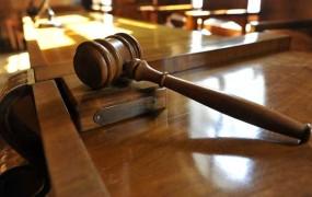 V Kranju sodijo šefoma tolpe, ki naj bi od kmeta izsilila 1,6 milijona