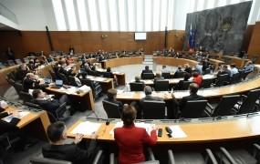 DZ zavrnil novelo zakona o financiranju vzgoje in izobraževanja