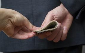 Nemec je s 50 evri poskušal podkupiti slovenske policiste