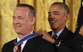Poljaki bodo Tomu Hanksu podarili bolho