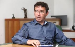 """Ker je Koprivnikar odstopil, se vlada """"ne more"""" pogajati s sindikati"""