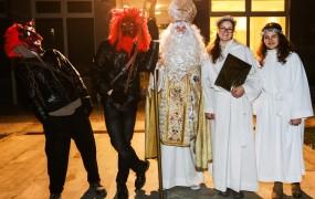 Goduje sveti Miklavž, prvi od decembrskih dobrotnikov