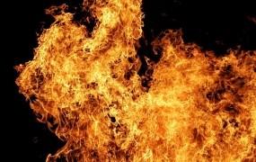 Srhljivo: Nemočna 80-letnica v vozičku zgorela, ko se je vnela havba za lase