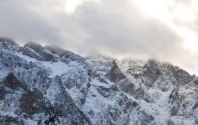 Zimska Škrlatica skoraj usodna za planinca iz tujine