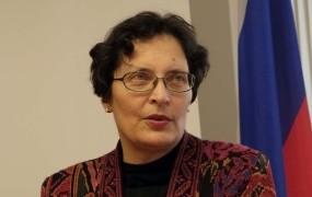Čebašek Travnikova arogantno: Ne bom odstopila!