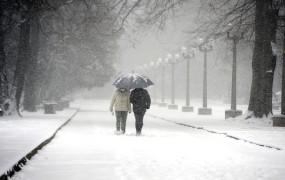 Vreme: Sneg do nižin spet v noči na soboto