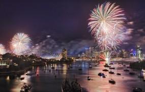 V novo leto z ognjemeti, svetlobnimi projekcijami in ob donenju zvonov