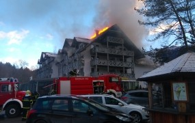 Pogoreli Hotel Jezero naj bi vrata odprl že 20. februarja
