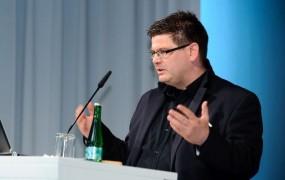 Sodelovanje s komunističnim Stasijem berlinskega uradnika stalo službe