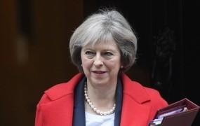 """Mayeva napovedala """"čisti brexit"""", popolno ločitev od struktur EU"""