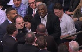 VIDEO: Med tekmo lige NBA prijeli bivšega zvezdnika Knicksov Oakleyja