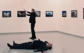Fotografija veleposlanikovega morilca zmagala na World Press Photo