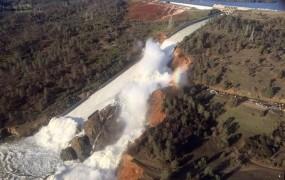 Voda v kalifornijskem jezu Oroville upadla; grozijo nove nevihte