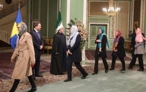 Švedske feministke se norčujejo iz Trumpa, v Iranu pa nosijo hidžab