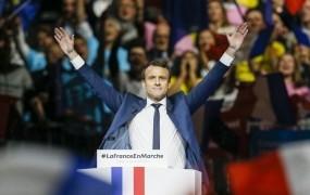 Macron obtožuje Rusijo, da skuša vplivati na volitve v Franciji