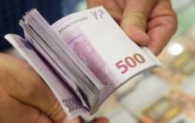 Afera s plačo Čebašek-Travnikove razkurila člane zdravniške zbornice
